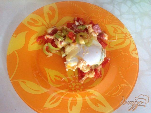 Рецепт Яйца с сыром, беконом и овощами