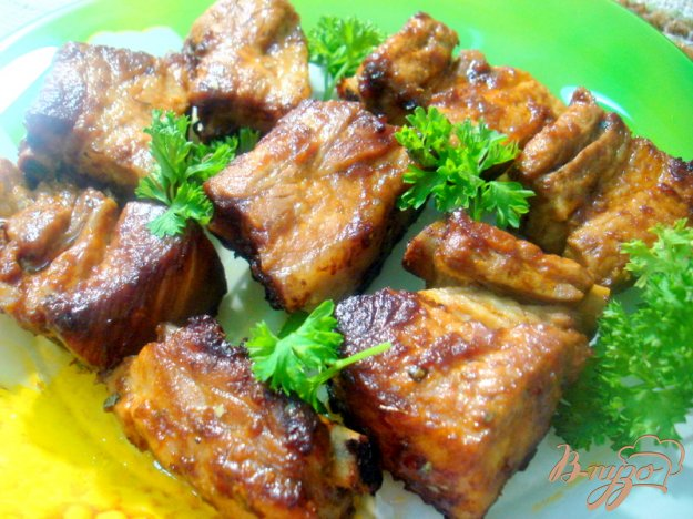 фото рецепта: Рёбрышки свиные запеченные в духовке