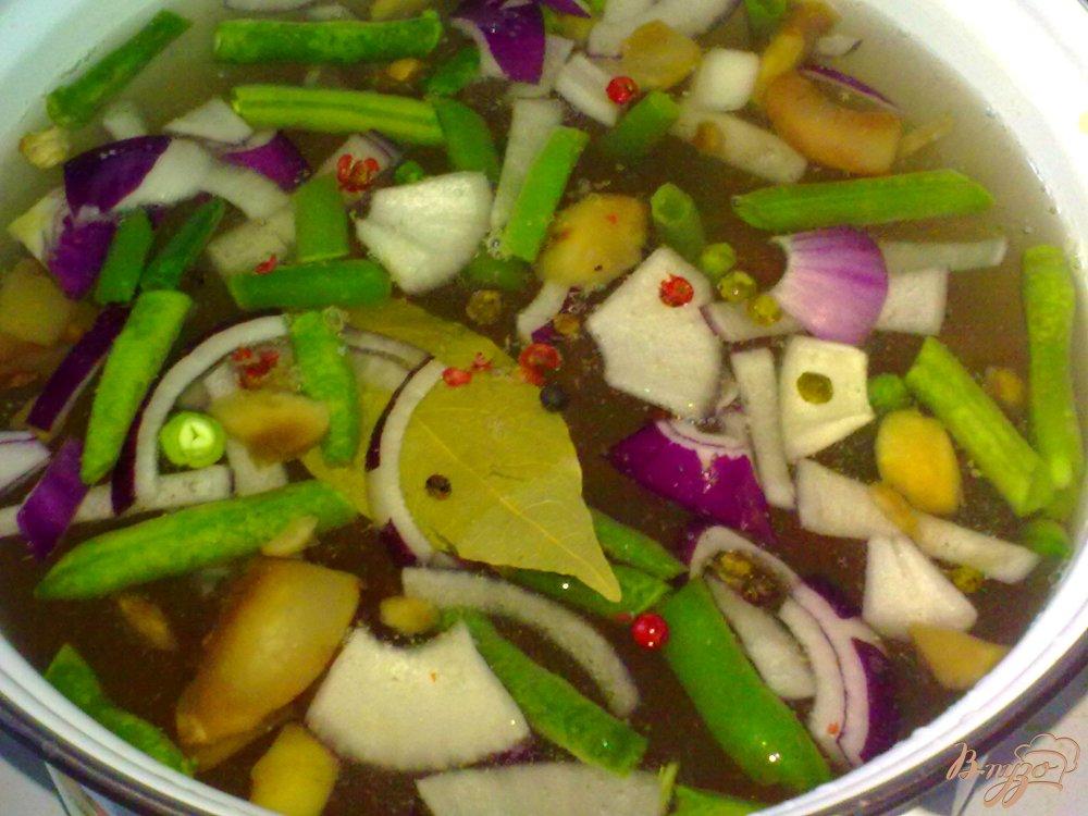 Фото приготовление рецепта: Суп со спаржевой фасолью и грибами шаг №7