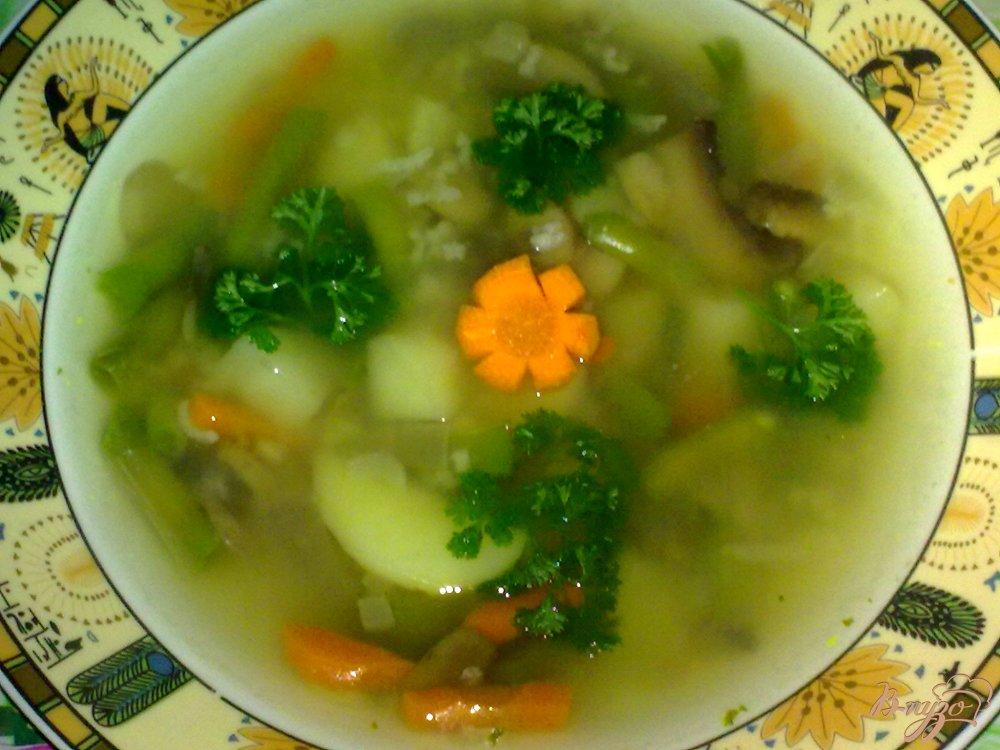 Фото приготовление рецепта: Суп со спаржевой фасолью и грибами шаг №8