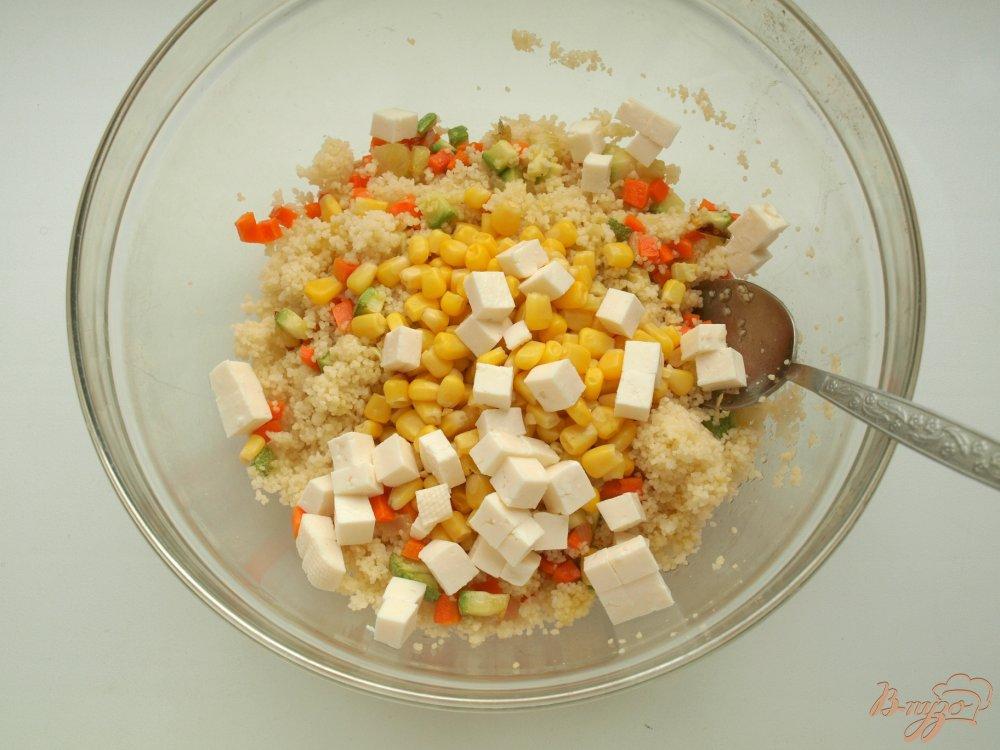 Фото приготовление рецепта: Запечённые перцы с кус-кусом и овощами шаг №4