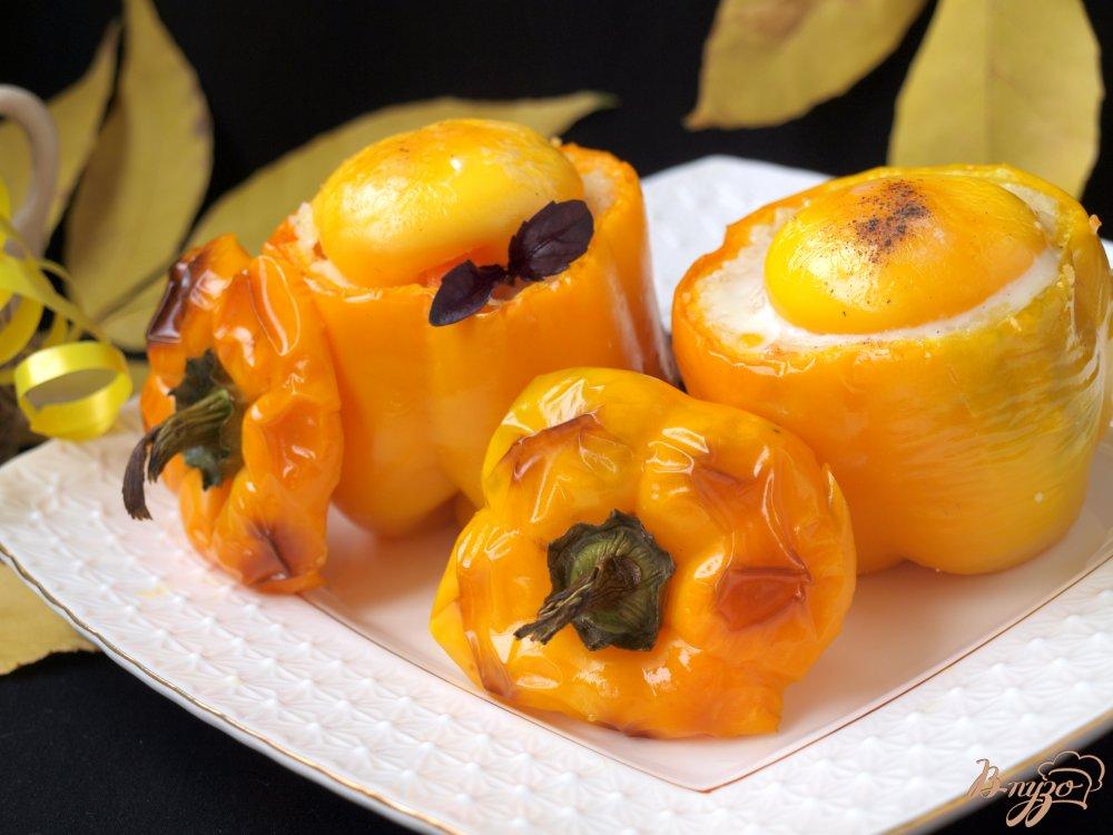 Фото приготовление рецепта: Запечённые перцы с кус-кусом и овощами шаг №9