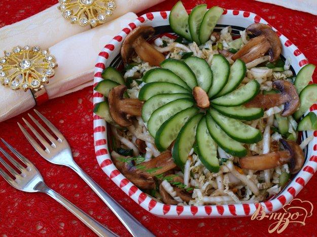 Рецепт Салат с пекинской капустой,сырыми шампиньонами и фисташками