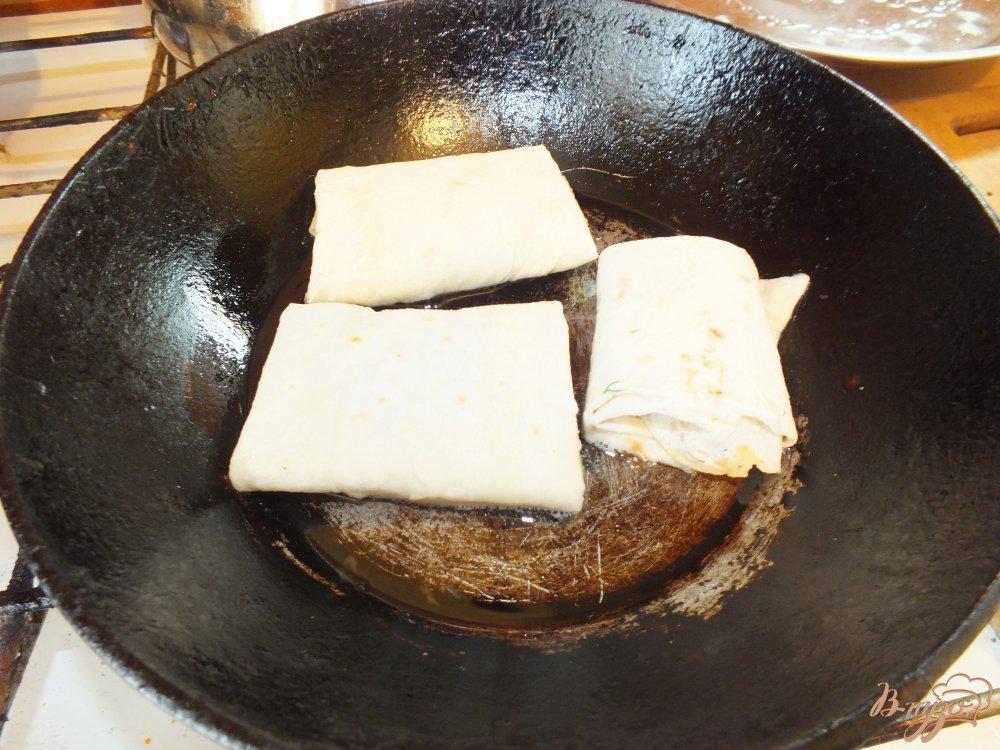 Фото приготовление рецепта: Острые закусочные лаваши шаг №7