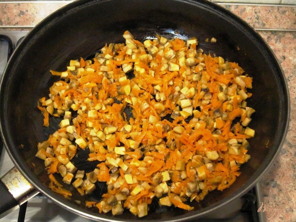 Фото приготовление рецепта: Грибной суп с маслинами шаг №8
