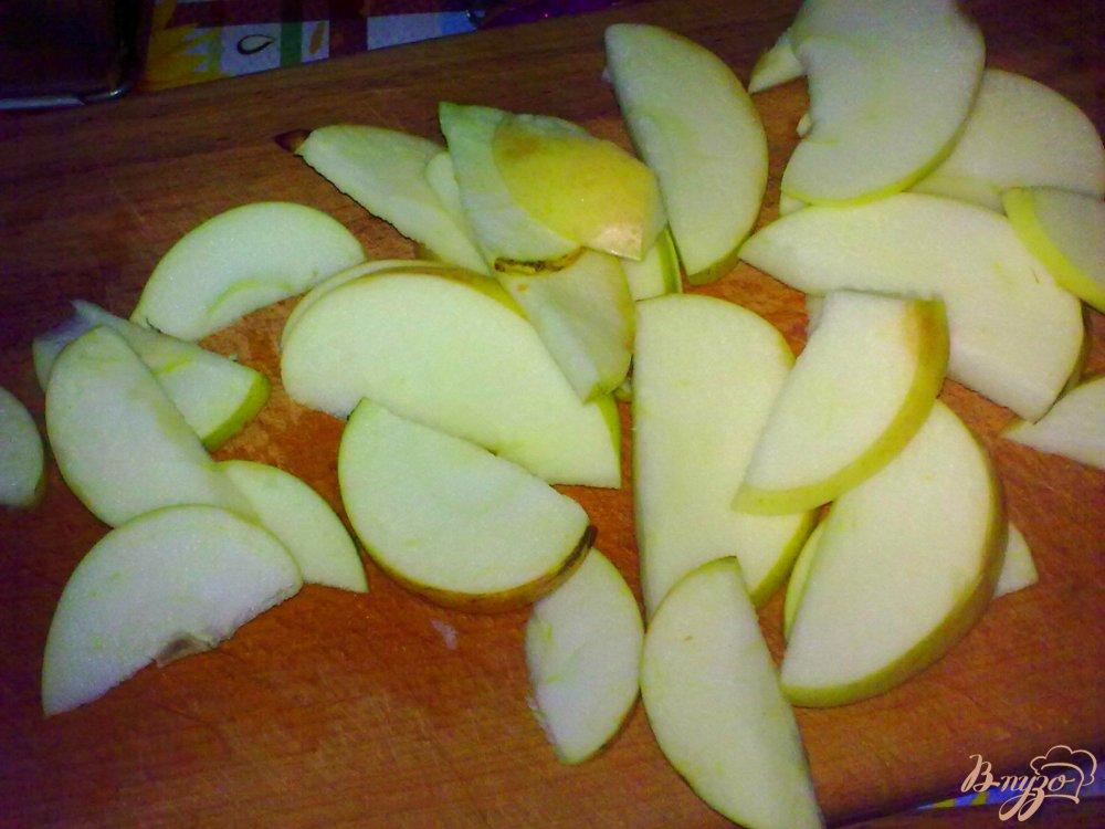 Фото приготовление рецепта: Компот яблочный с бананом и кардамоном шаг №2
