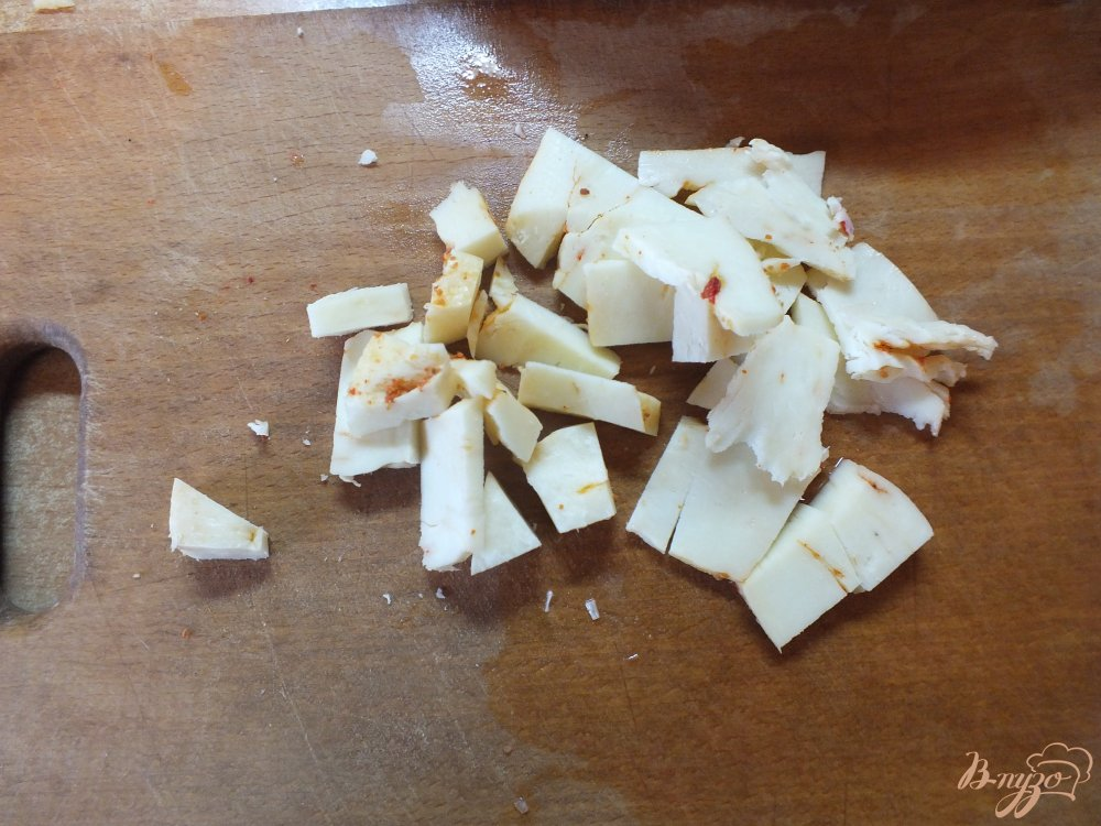Фото приготовление рецепта: Помидоры запеченные с розмарином и сулугуни шаг №4