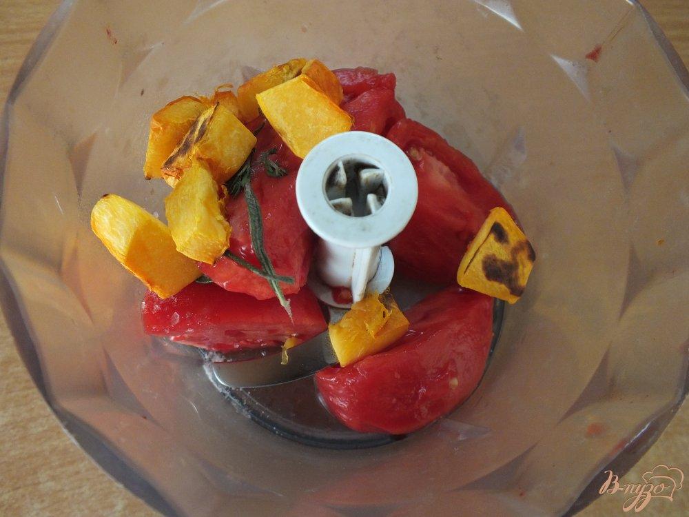 Фото приготовление рецепта: Холодный томатный суп с печеной тыквой шаг №5