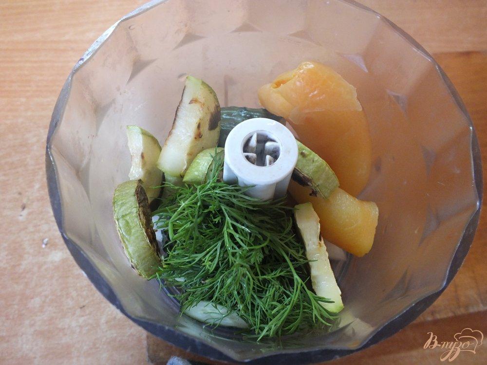 Фото приготовление рецепта: Холодный суп-пюре из печеных овощей и лаваша шаг №8