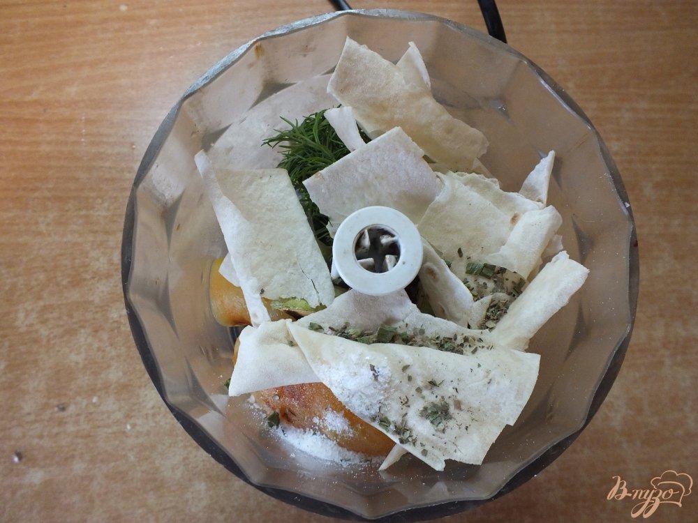 Фото приготовление рецепта: Холодный суп-пюре из печеных овощей и лаваша шаг №9