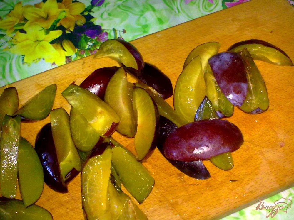 Фото приготовление рецепта: Компот из слив и лимона шаг №1