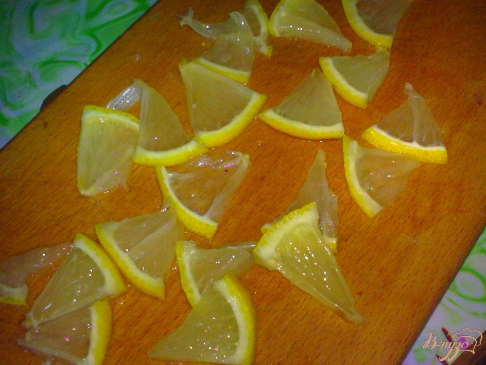 Фото приготовление рецепта: Компот из слив и лимона шаг №2