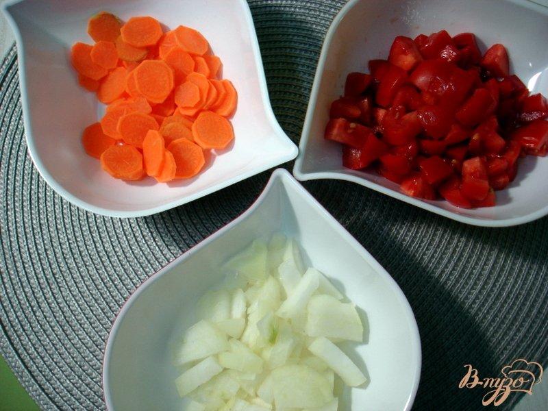 Фото приготовление рецепта: Суп из опят, рыжиков и цветной капусты шаг №4