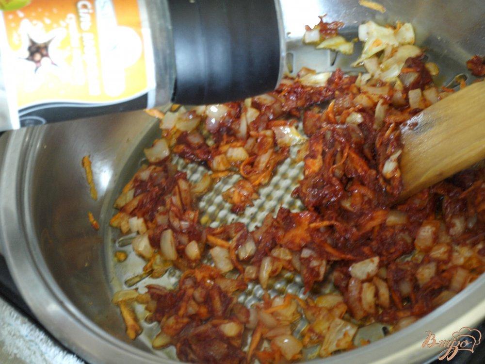 Фото приготовление рецепта: Рисовый суп с томатом шаг №2
