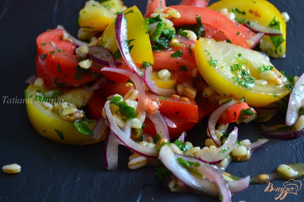 Фото приготовление рецепта: Помидорный салат с перловой крупой шаг №4