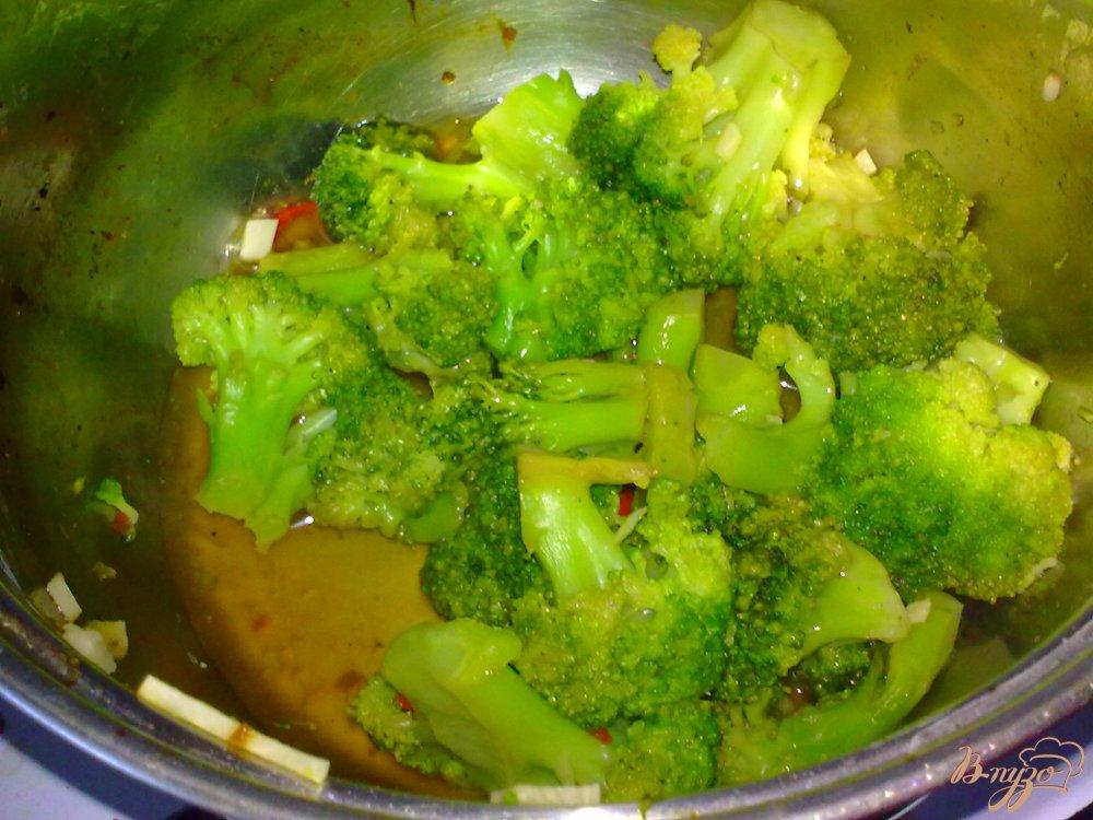 Фото приготовление рецепта: Брокколи в остром соусе шаг №5