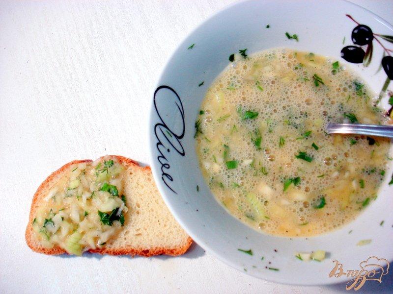 Фото приготовление рецепта: Луково-яичные бутерброды шаг №2