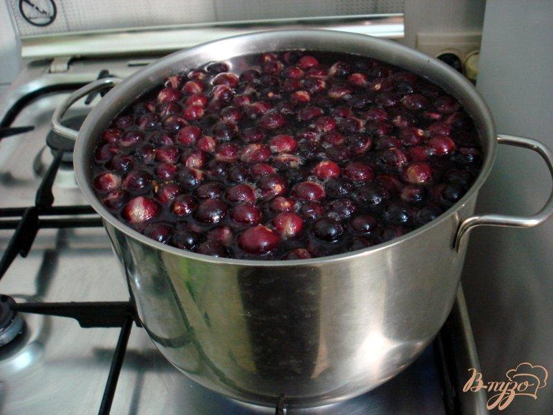 Фото приготовление рецепта: Компот из винограда  *Изабелла* шаг №4