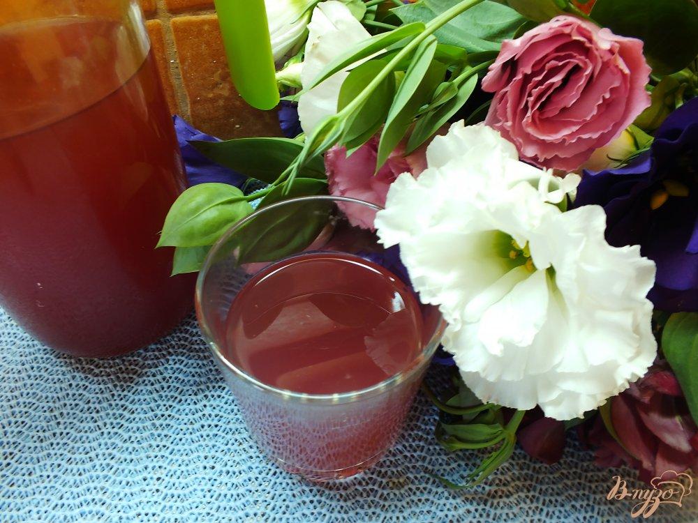 Фото приготовление рецепта: Виноградно-яблочный компот с корицей шаг №5