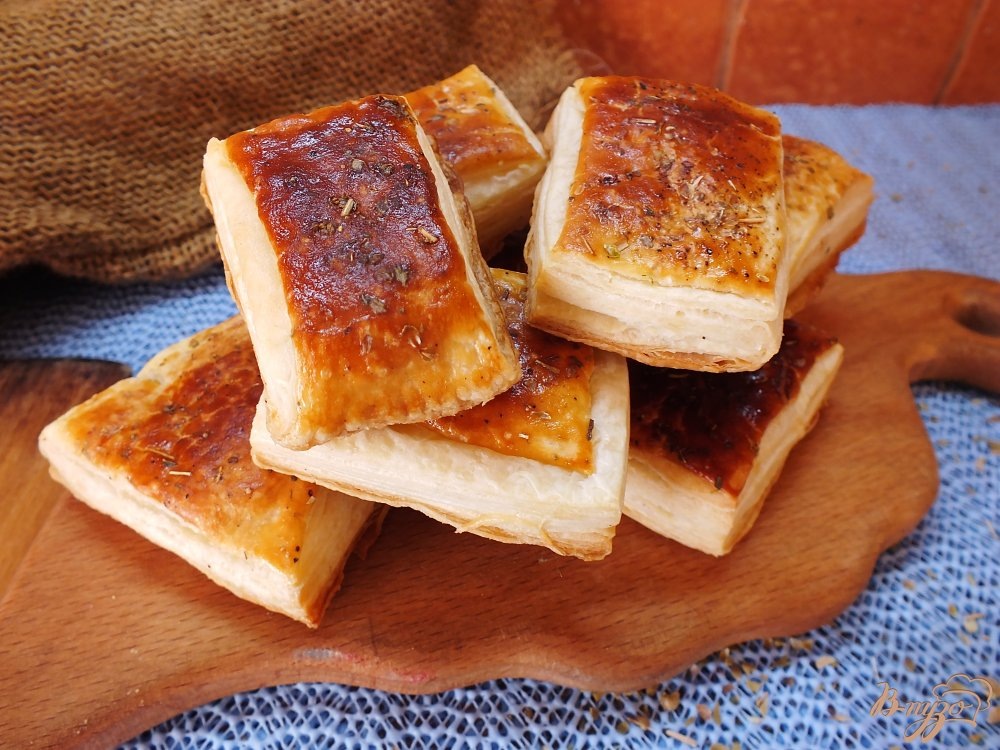 Фото приготовление рецепта: Слоеные бутербродные хлебцы с орегано шаг №7