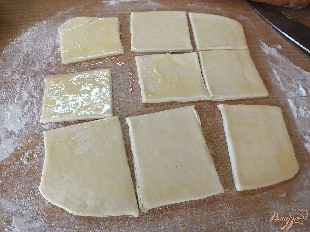 Фото приготовление рецепта: Слоеные бутербродные хлебцы с орегано шаг №4