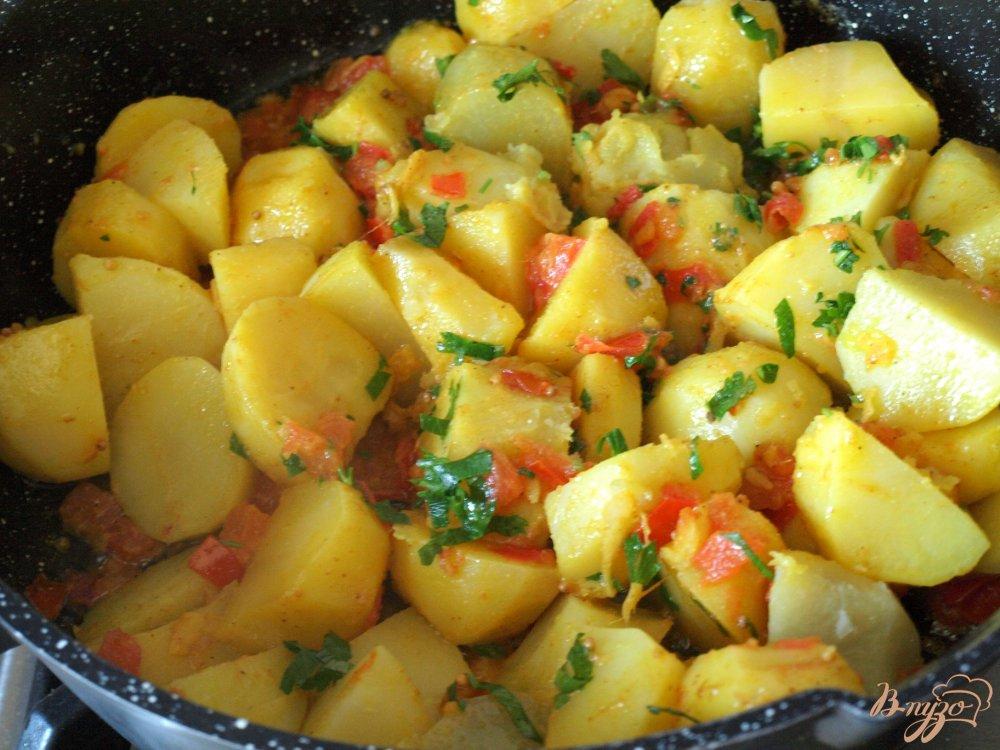 Фото приготовление рецепта: Картофель,приготовленный со специями шаг №4
