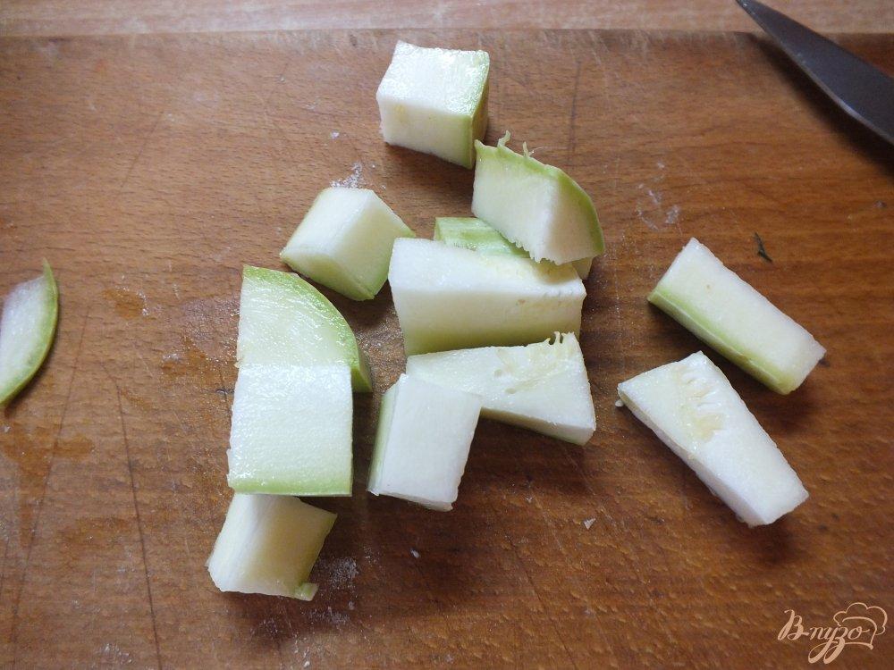 Фото приготовление рецепта: Крем-суп из огурца и цветной капусты шаг №1