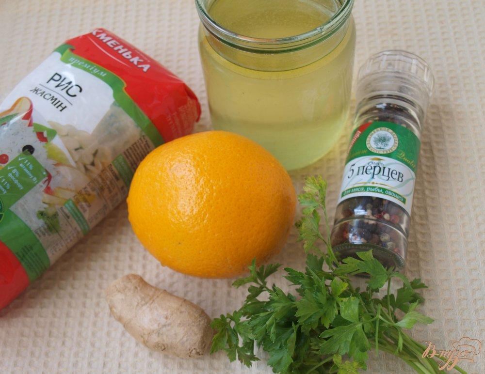 Фото приготовление рецепта: Апельсиновый суп с рисовыми шариками шаг №1