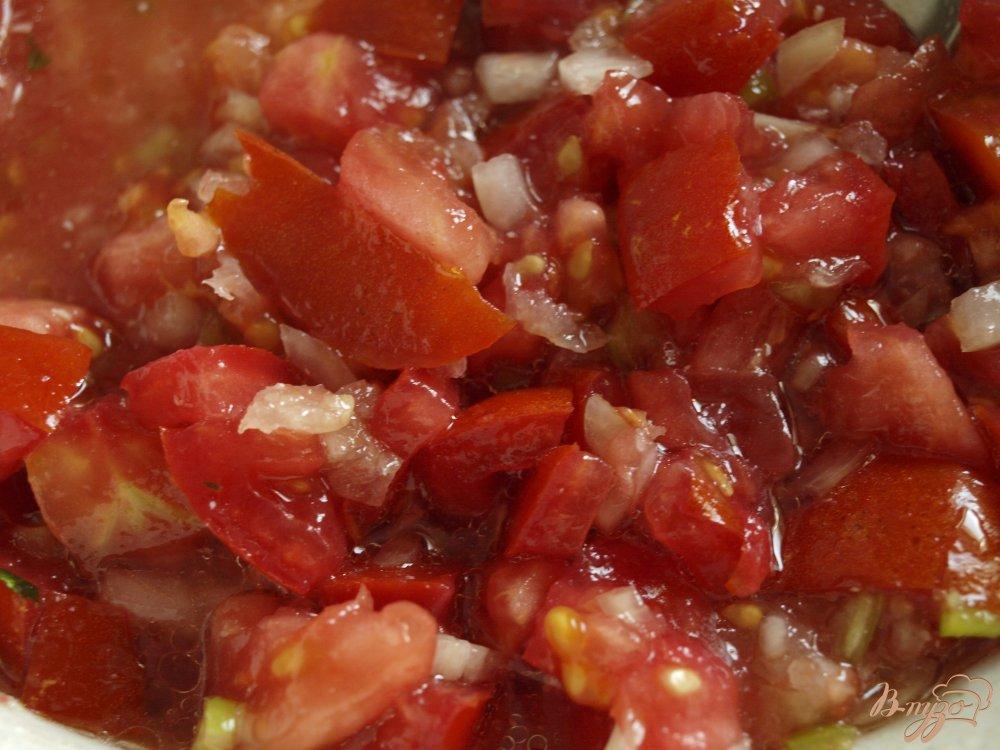 Фото приготовление рецепта: Запечённые баклажаны с томатной сальсой и сметанным соусом шаг №4