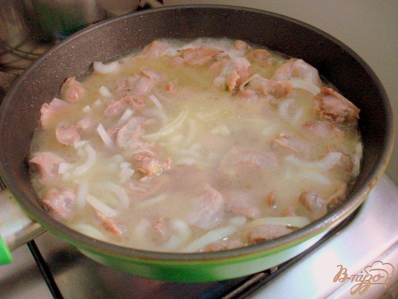 Фото приготовление рецепта: Куринные желудочки в сметанном соусе шаг №4