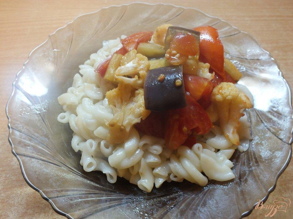 Фото приготовление рецепта: Макароны с печеными овощами шаг №7