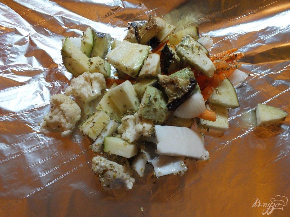 Фото приготовление рецепта: Салат с печеной морковью и салом в духовке шаг №8