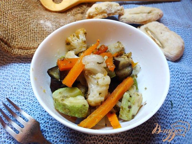 фото рецепта: Салат с печеной морковью и салом в духовке