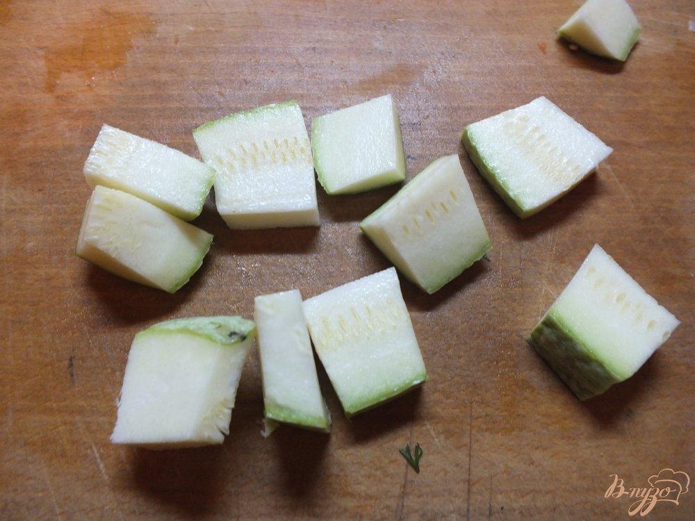 Фото приготовление рецепта: Салат с печеной морковью и салом в духовке шаг №3
