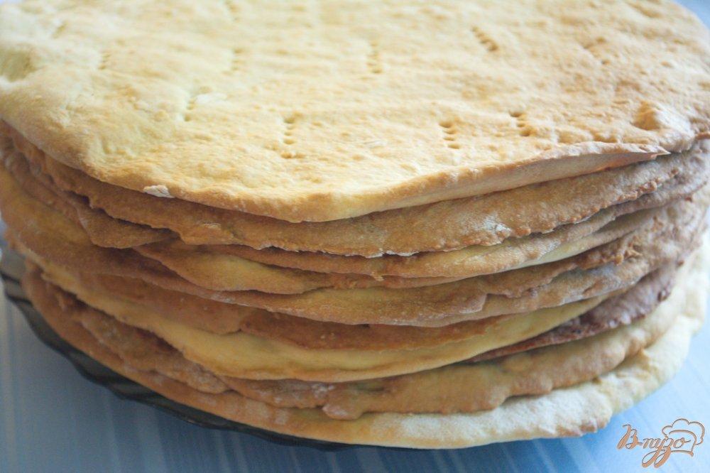 Фото приготовление рецепта: Карамельный торт с шоколадным кремом шаг №9