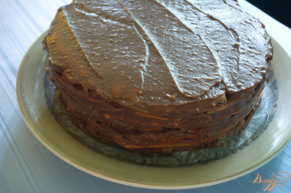 Фото приготовление рецепта: Карамельный торт с шоколадным кремом шаг №11