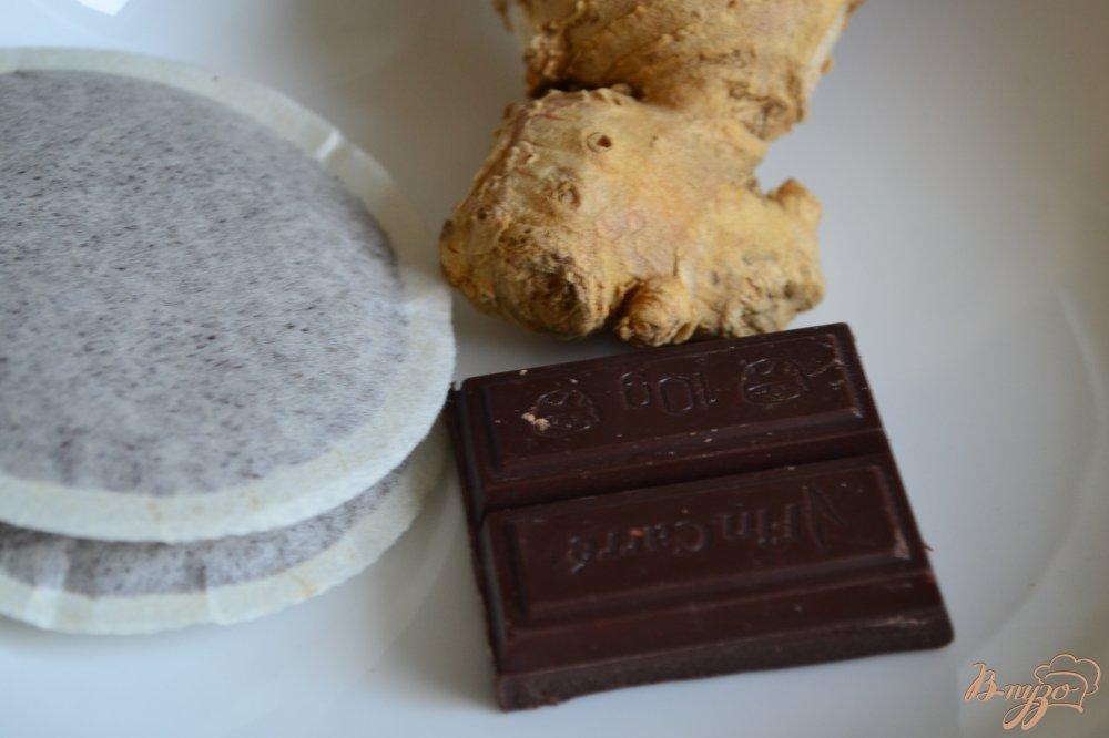 Фото приготовление рецепта: Кофе с имбирем,  шоколадом и взбитыми сливками шаг №1