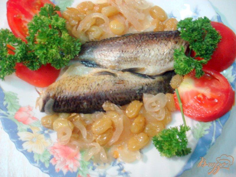 Фото приготовление рецепта: Белый амур под винно- виноградным соусом шаг №6