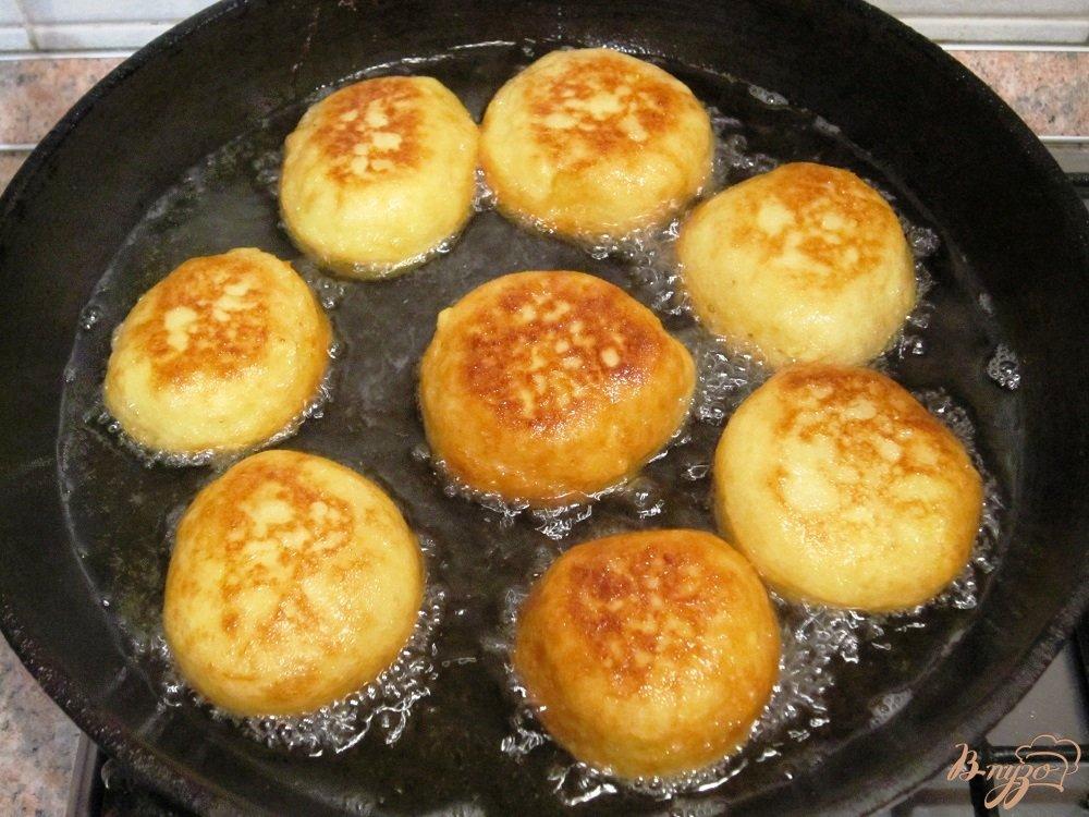 Фото приготовление рецепта: Картофельные шарики шаг №6