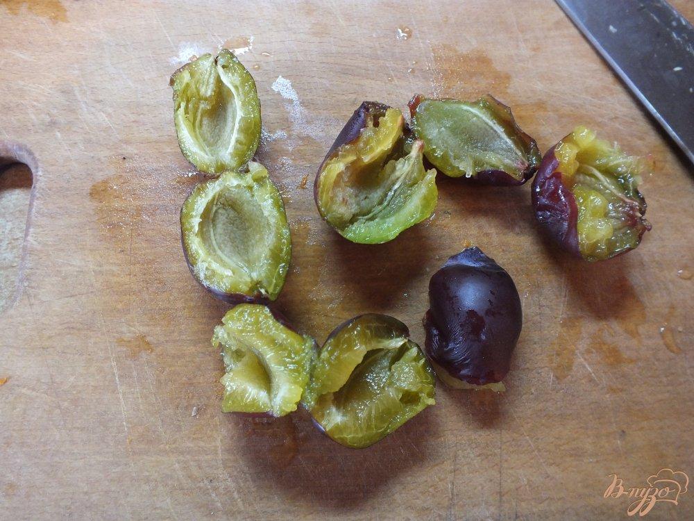Фото приготовление рецепта: Кисель из сливы и черной смородины шаг №1