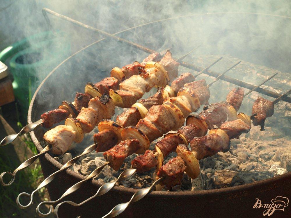 Фото приготовление рецепта: Шашлык из говядины с горчицей и гранатовым соусом шаг №3