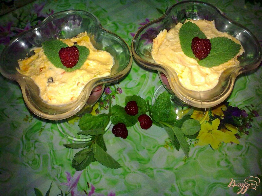 Фото приготовление рецепта: Десерт творожный с малиной шаг №6