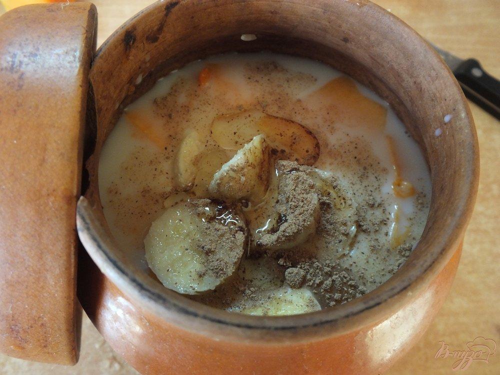 Фото приготовление рецепта: Тыквенная каша на молоке с бананом шаг №7