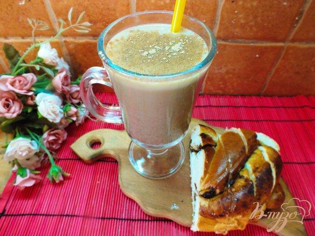 фото рецепта: Горячий кофейный коктейль с медом, сливовым сиропом и виски