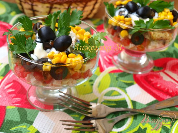 Рецепт Салат с помидорами, маслинами и сухариками