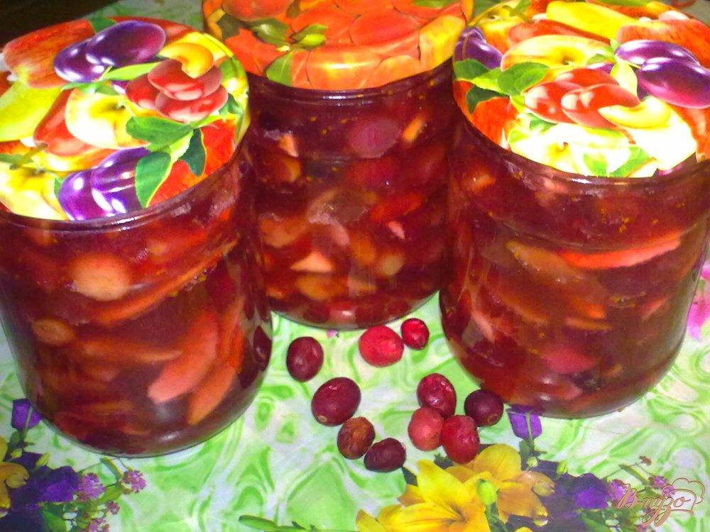 Фото приготовление рецепта: Яблочное варенье с корицей и клюквой шаг №5