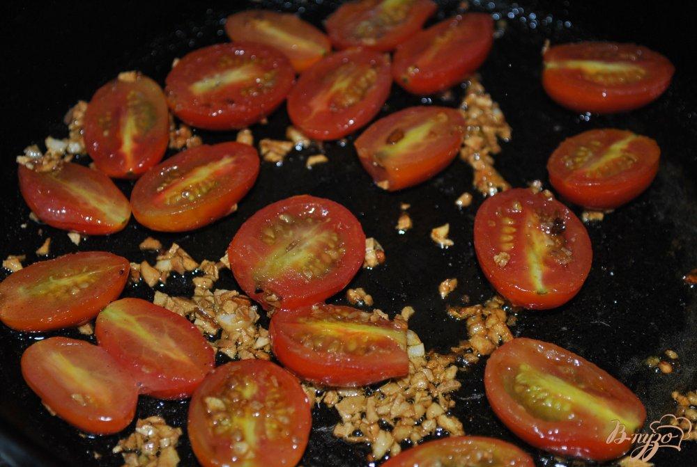 Фото приготовление рецепта: Пикантные макароны с чери шаг №5