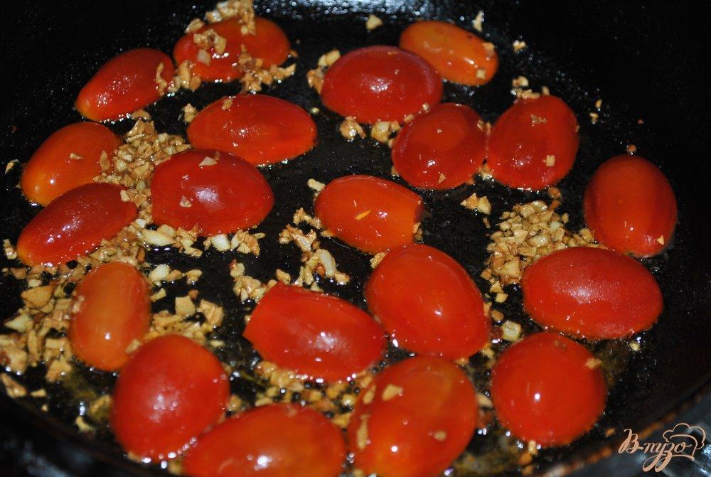 Фото приготовление рецепта: Пикантные макароны с чери шаг №4