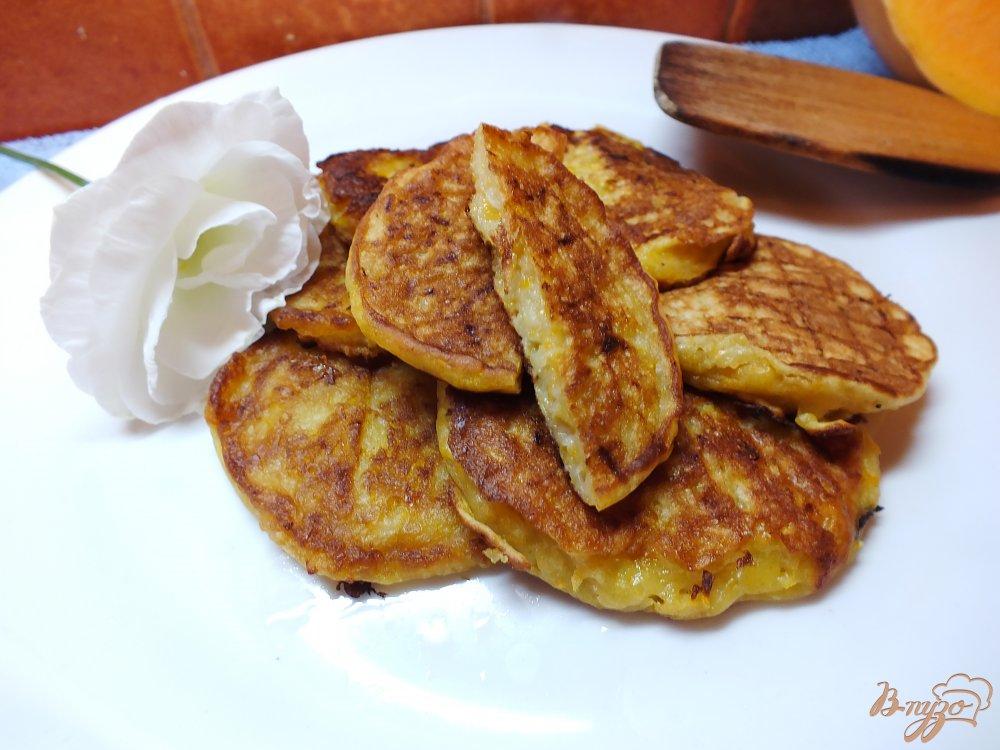 Фото приготовление рецепта: Тыквенно-яблочные оладьи на молоке шаг №8