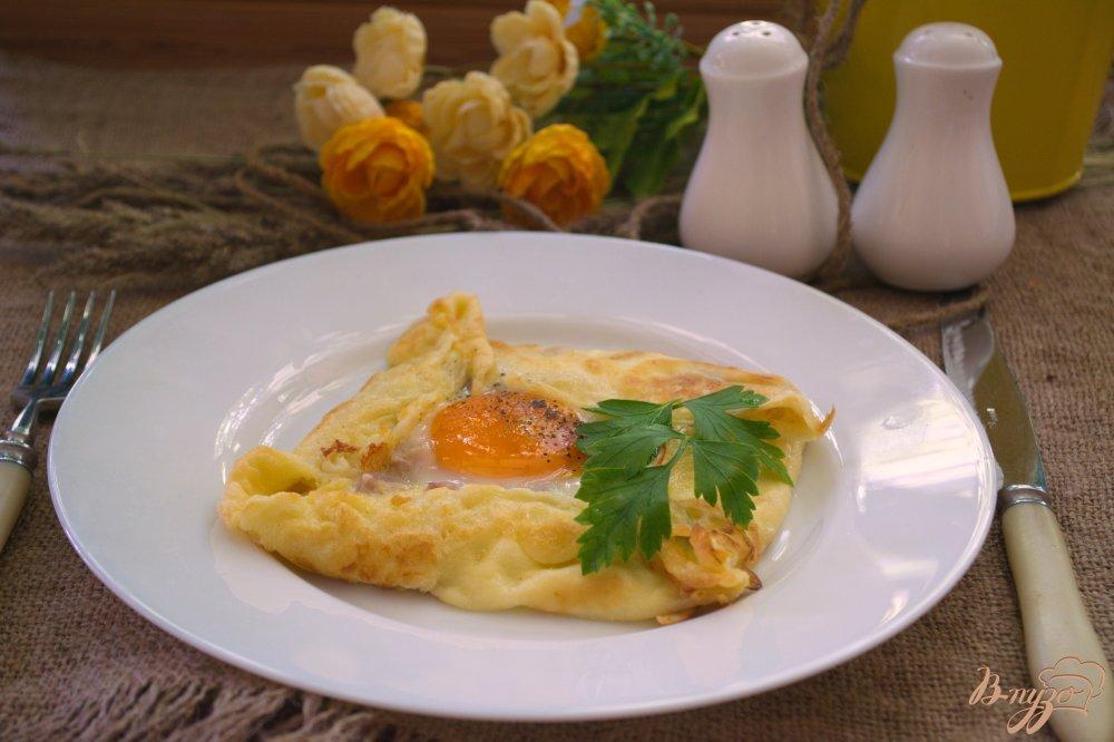 Фото приготовление рецепта: Блины с яйцом на завтрак шаг №5